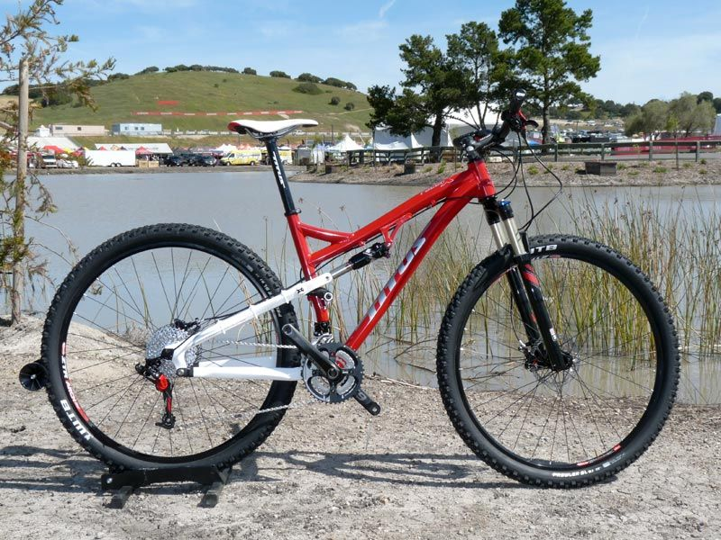 soc2011-2012-titus-racer-x-alloy-29er-mountain-bike01