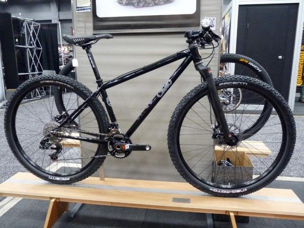 2011-nahbs-cielo-650b-mountain-bike-short-person-29er01-600x450
