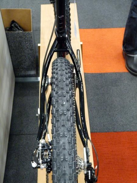 2011-nahbs-cielo-650b-mountain-bike-short-person-29er03