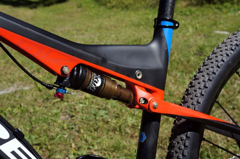 2015-orbea-oiz-full-suspension-xc-mtb-07