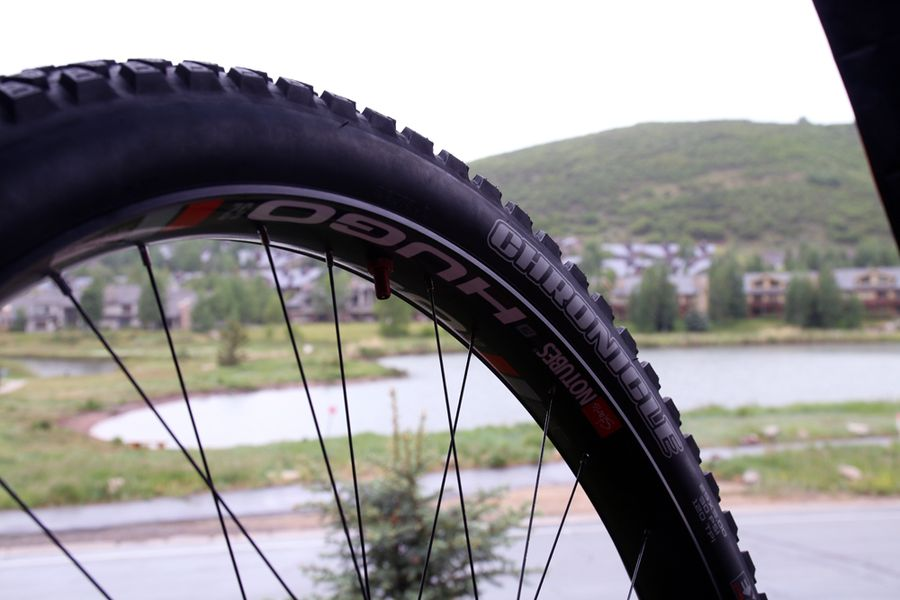 Stans-no-tube-holy-grail-hugo-29-plus-fat-rim-tubeless-niner-ros-plus-13