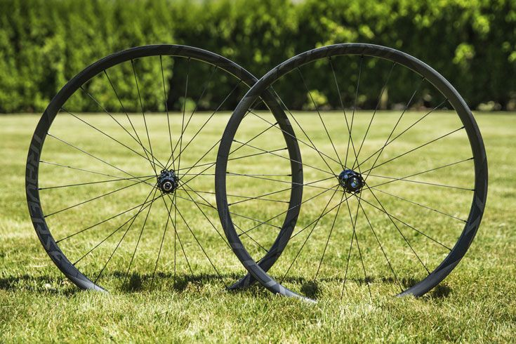 http://www.test.rowery650b.eu/images/stories/news/kola/specialized%20roval/2015/Specialized-Roval-Traverse-SL-Fattie-Wheel-1.jpg