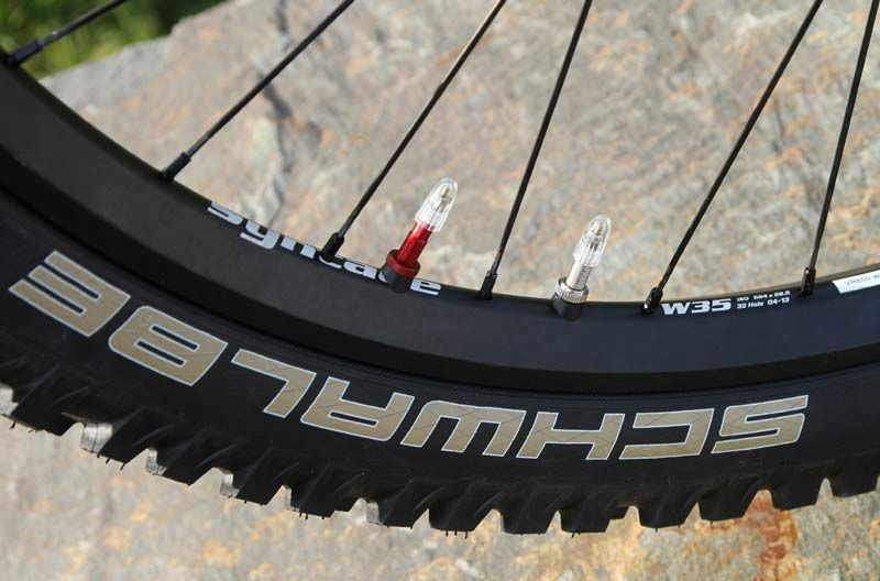 http://www.test.rowery650b.eu/images/stories/news/opony/DualChamber_1188/Schwalbe-Syntace-Dual-Chamber-mountain-bike-wheel-tire-system.jpg